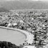 白鳥海岸と町並み(昭和50年代)